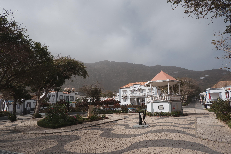 La place centrale de Vila Nova Sintra